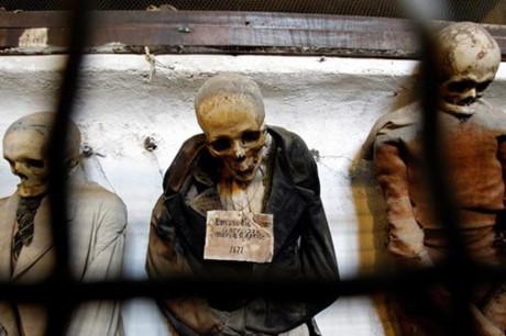 Bí mật những xác ướp trong hầm mộ Capuchin ở Italy - Ảnh 8.