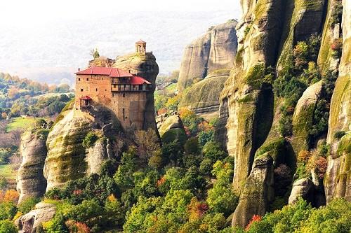 8 ngôi làng cheo leo bên vách đá ngoạn mục đáng để trốn đời - Ảnh 8.