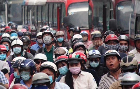 Người dân ùn ùn rời Sài Gòn, về quê nghỉ Tết Dương lịch - Ảnh 8.