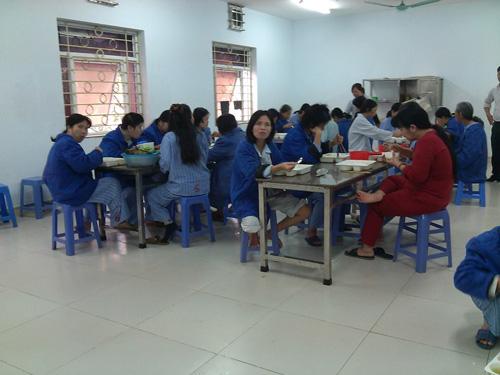Những bữa cơm tập trung tại khoa Cấp tính nữ (BV Tâm thần Trung ương)
