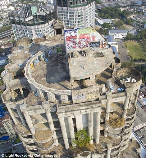 """Lạnh gáy với """"Tòa tháp ma"""" chọc trời giữa lòng Bangkok - Ảnh 3."""