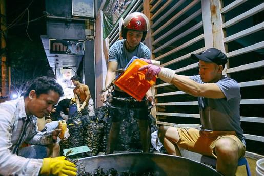 """Chợ """"độc"""" ở Sài Gòn, gần nửa thế kỷ chỉ bán một mặt hàng lúc nửa đêm - Ảnh 9."""