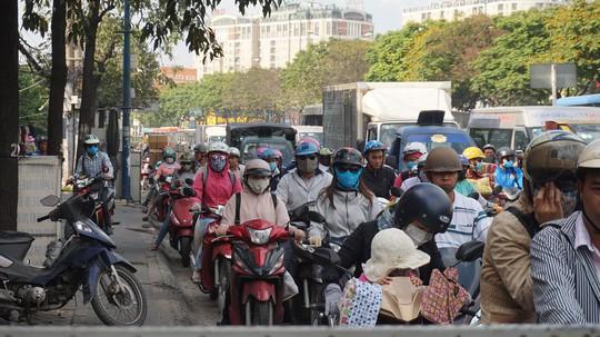 Người dân ùn ùn rời Sài Gòn, về quê nghỉ Tết Dương lịch - Ảnh 9.