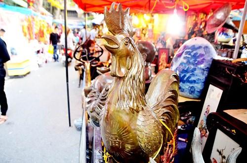 Ngoài những chú gà có giá hàng chục triệu thì còn có không ít những chú gà nhỏ hơn với giá vài trăm nghìn đồng.
