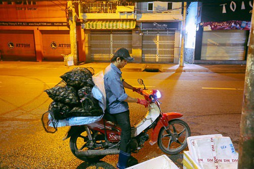 """Chợ """"độc"""" ở Sài Gòn, gần nửa thế kỷ chỉ bán một mặt hàng lúc nửa đêm - Ảnh 10."""