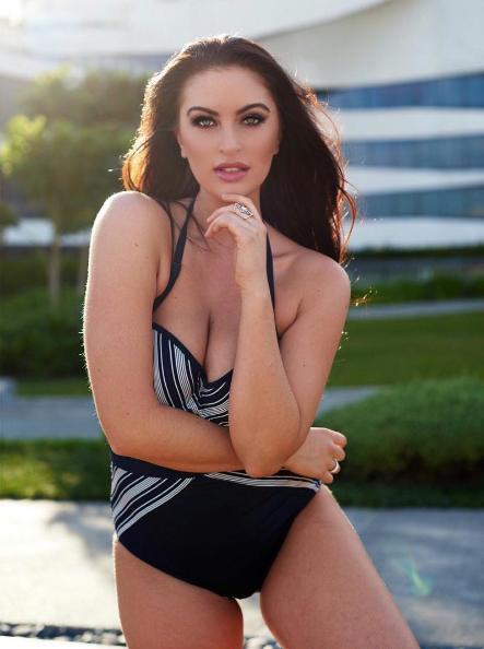 Quả thật thân hình Hoa hậu Hoàn vũ Canada có phần khá mũm mĩm