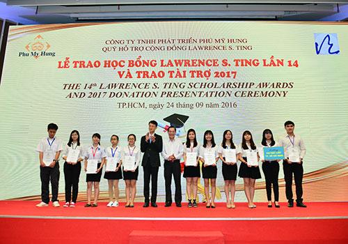 Trao 375 suất học bổng Lawrence S.Tingcho học sinh - sinh viên xuất sắc - Ảnh 1.
