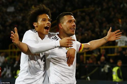 Podolski ghi bàn duy nhất của trận đấu