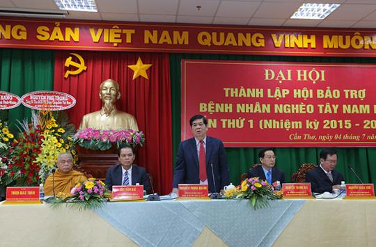 """Ông Nguyễn Phong Quang vẫn """"ôm"""" chức chủ tịch Hội Hỗ trợ người nghèo - Ảnh 1."""