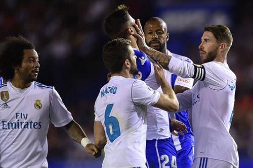 Thẻ đỏ Ramos phá hỏng ngày khai mạc của Real Madrid - Ảnh 8.
