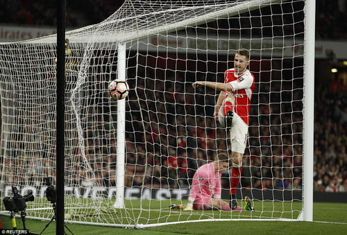 Aaron Ramsey ghi bàn thứ 5 cho Arsenal