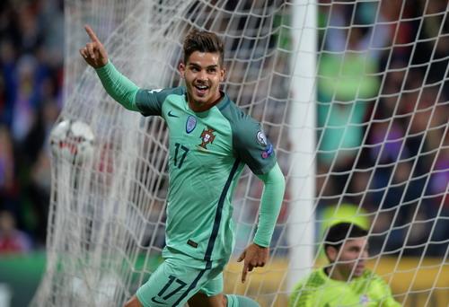 Ronaldo tỏa sáng, Bồ Đào Nha vẫn có nguy cơ bị loại - Ảnh 3.