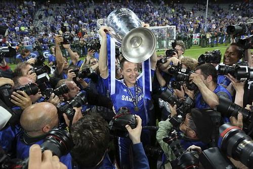 Terry và chiếc cúp Champions League 2012