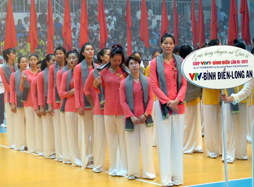 Đội chủ nhà VTV Binh Điền Long An tại lễ khai mạc