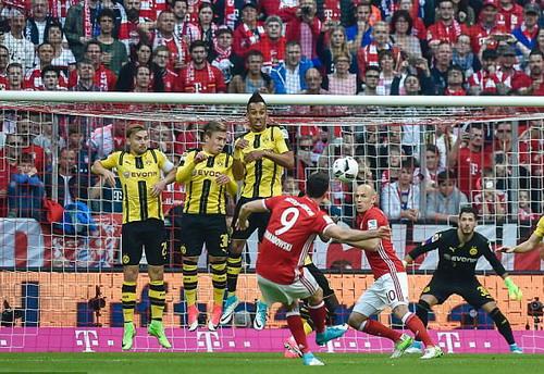 Siêu phẩm sút phạt của Lewandowski phút thứ 10, nhân đôi cách biệt cho Bayern