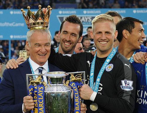 Ranieri rời Leicester 9 tháng sau chiến công hiển hách ở giải Ngoại hạng