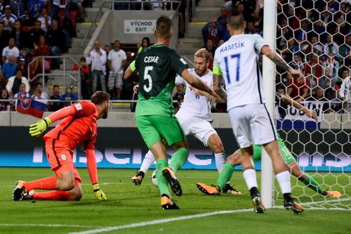 Anh, Đức nhọc nhằn sân khách, vé World Cup vẫn phải chờ - Ảnh 4.