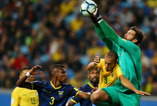 Coutinho tái xuất ấn tượng, Brazil lên ngôi số 1 Nam Mỹ - Ảnh 4.