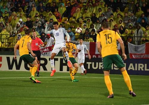 Anh, Đức bất bại, đại bàng trắng Ba Lan bay thẳng đến World Cup - Ảnh 1.