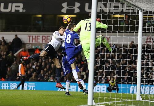 Hai bàn thắng bằng đầu ấn tượng của Dele Alli hạ gục Chelsea