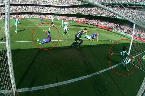 Trọng tài từ chối bàn thắng phút 80 cho Barcelona