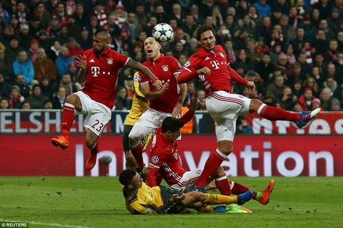 Arsenal bị nhấn chìm ở Champions League dưới tay Bayern Munich