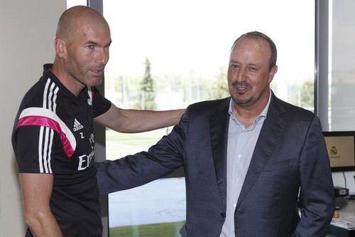 Benitez mất chức sau trận hòa ở Mestalla