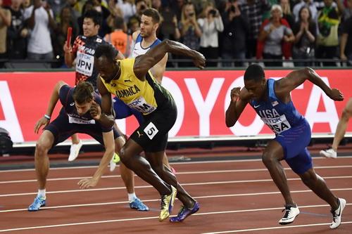 Vấp ngã ở đích đến, Usain Bolt cay đắng giã từ đường chạy - Ảnh 2.