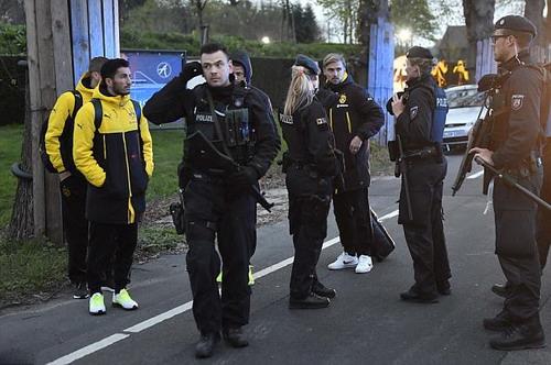 Cảnh sát phong tỏa hiện trường để điều tra