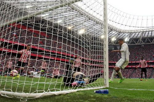 Casemiro ấn định chiến thắng 2-1 cho Real Madrid