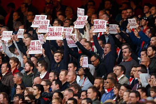 CĐV Arsenal mất dần sự kiên nhẫn với HLV Wenger