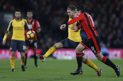 Không hậu vệ Arsenal nào cản nổi Charlie Daniels ghi bàn đầu tiên