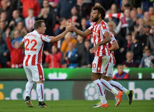 Công làm thủ phá, Man United mất điểm ở Britania - Ảnh 2.