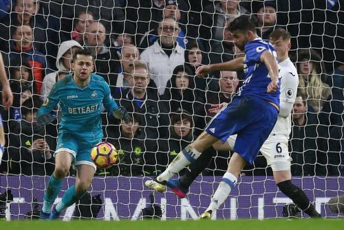 Diego Costa ấn định chiến thắng 3-1, Chelsea vững ngôi đầu bảng