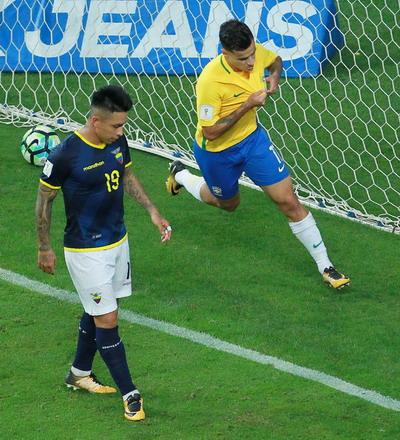 Coutinho tái xuất ấn tượng, Brazil lên ngôi số 1 Nam Mỹ - Ảnh 2.