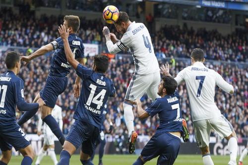 Pha đánh đầu không thể cản phá của Ramos