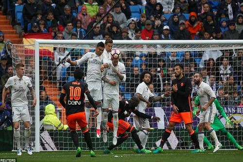 Dani Parejo gỡ hòa cho Valencia