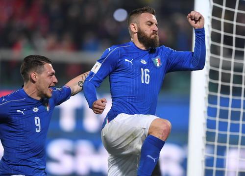 De Rossi ghi bàn từ chấm phạt đền cho chủ nhà Ý