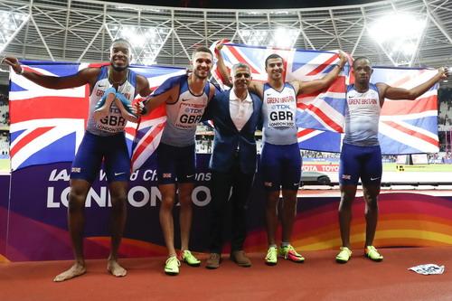 Vấp ngã ở đích đến, Usain Bolt cay đắng giã từ đường chạy - Ảnh 6.
