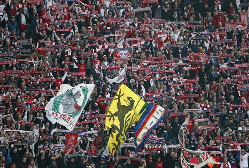 Chú bò cụng Leipzig lần đầu chào sân Champions League - Ảnh 6.