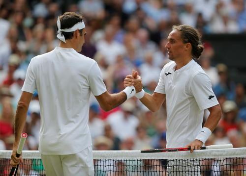 Federer tốc hành lập kỷ lục, Djokovic vào vòng 2 Wimbledon - Ảnh 3.