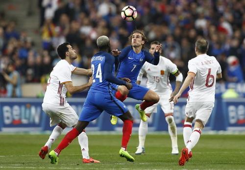 Griezmann (7) bị từ chối bàn thắng do việt vị