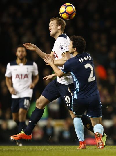 Cũng chính Harry Kane sút thắng phạt đền, giúp Tottenham giành 3 điểm