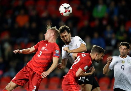 Anh, Đức nhọc nhằn sân khách, vé World Cup vẫn phải chờ - Ảnh 8.