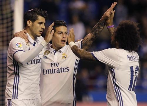 Morata (trái) và James ghi 3/6 bàn thắng cho Real Madrid