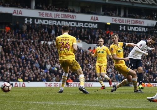 Vincent Janssen ghi bàn đầu tiên sau 30 lần ra sân mùa này cho Tottenham
