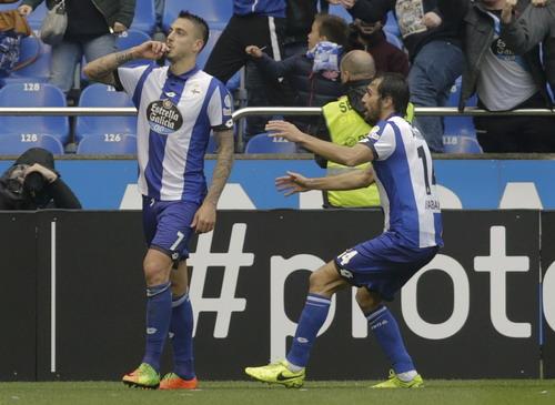 Joselu ăn mừng bàn mở tỉ số trận đấu