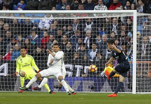 Juanpi rút ngắn cách biệt 1-2 cho Malaga