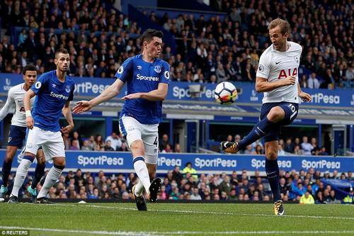 Công làm thủ phá, Man United mất điểm ở Britania - Ảnh 8.
