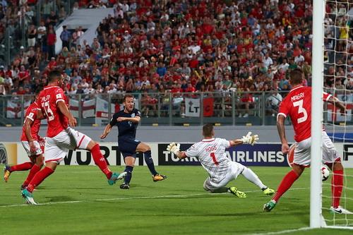 Anh, Đức nhọc nhằn sân khách, vé World Cup vẫn phải chờ - Ảnh 2.